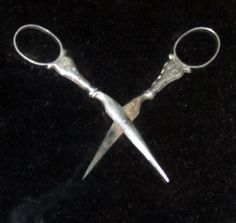 Sewing Equipment, British Things, Embroidery Scissors, Medieval Clothing, Sewing Tools, Pin Cushions, Vintage Sewing, Needlework, Fashion Accessories