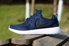 new product 8a58b ab669 Laufschuhe 2017 Nike roshe two running shose Midnight Navy Sail Volt Black  Midnight 844656 400 UK