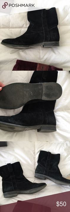 Vince Camuno Fanti Suede Ankle Boot Cute boots! In great, wearable condition as pictured. Come in original box! Fit true to size Vince Camuto Shoes Ankle Boots & Booties