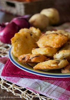 Frittelle di patate e cipolle rosse