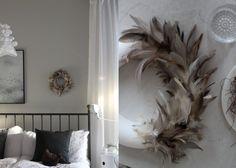 Rapatun Talon Elämää: Makuuhuonetta koristaa höyhenkranssi DIY