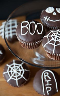 Chocolate Halloween Cupcakes! Super-easy way to decorate a holiday dessert