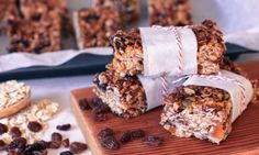 Muesli bars are an easy snack to drop into your kids' lunch boxes but they can be expensive - and full of sugar, fat and who knows what else! Try making these healthy homemade muesli bars instead - your kids won't taste the difference. Homemade Muesli Bars, Lunch Box Recipes, Baby Recipes, Lunch Ideas, Snack Recipes, Healthy Snacks For Kids, Keto Snacks, Sweet Potato Slices, Sin Gluten