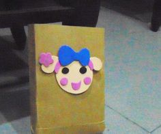 You can put foods such as: cupcake, spring rolls, sweet cakes.... in this paper bag