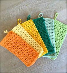 Jeg er i gang med at afprøve forskellige nye mønstre som jeg ikke har hæklet i før.. Det er bl.a. blevet til dette lille sæt af vaskek... Crochet Kitchen, Crochet Home, Knit Crochet, Crochet Potholders, Yarn Crafts, Knitting Yarn, Stocking Stuffers, Crochet Projects, Crochet Bikini