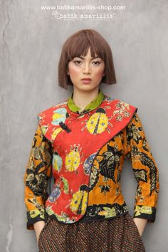 Batik Amarillis made in Indonesia proudly presents BATIK AMARILLIS's JOYLUCK Jacket 2018 in batik wonogiren beautiful reinvention of classic Qipao with quirky twists & exquisite detailing such as color combos and handmade Chinese frog button , it's absolutely unique & beautiful! Bell Bottom Jeans 70s, Amarillis, Batik Fashion, New Fashion, Womens Fashion, Yoko, Cheongsam, Mandarin Collar, Handmade Clothes