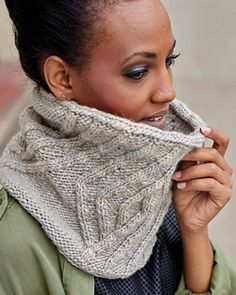 The Dorian cowl honors urban public transit maps by interpreting them Cable Needle, Cable Knit, Knitted Fabric, Knit Crochet, Reading Charts, I Cord, Bind Off, How To Purl Knit, Neck Warmer