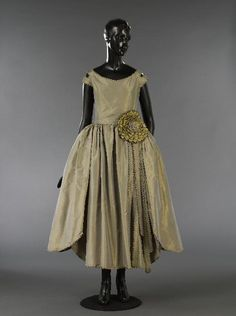 Robe de Style, Jeanne Lanvin: 1929, French, slit sleeve forming two straps, very flared skirt with sawtooth edges, large rosette at the waist on the left-handed side with five long jagged ribbons, changeable taffeta, metallic lace.
