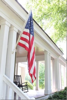 Every guide to curb appeal should include this classic staple: the American flag. Via Southern Hospitality. Every guide to curb appeal should include this classic staple: the American flag. Via Southern Hospitality. Primitive Homes, Primitive Country, House Front Porch, Front Porches, Country Porches, Southern Porches, Country Homes, Country Living, Fresco