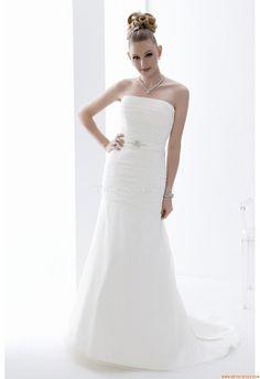 Maßgeschneiderte Schlichte Aparte Brautkleider aus Organza mit Schleppe