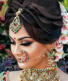 Trendy Indian Bridal Hairdo Up Dos Ideas Bridal Hairstyle Indian Wedding, Indian Wedding Makeup, Bridal Eye Makeup, Bridal Hair Buns, Bridal Hairdo, Indian Wedding Hairstyles, Bridal Makeup Looks, Bridal Shoot, Indian Makeup