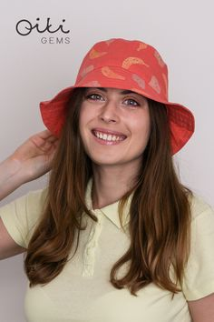 Handmade linen bucket hat in coral color with original linocut print pattern - bananas and pears. Fruit Pattern, Linocut Prints, Summer Hats, Pears, Coral Color, Sun Hats, Smoothie, Ale, Bucket Hat