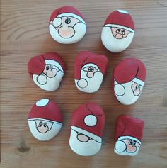 Fun and Easy DIY Christmas Crafts for Kids to Make – Painted Rocks Christmas Pebble Art, Christmas Rock, Christmas Crafts For Kids, Christmas Decorations, Christmas Ornaments, Xmas, Rock Painting Patterns, Rock Painting Ideas Easy, Stone Crafts