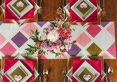 Geometric table runner and square plates