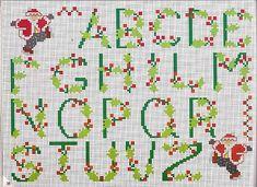 Alfabeto punto croce Natale con pungitopo