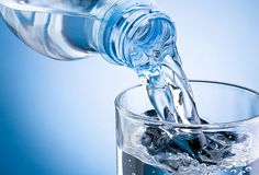 The health benefits of mineral water benefit both the body and mind alike. And the best thing is you can make mineral water right insi. Agua Kangen, Kangen Water, Double Menton, Water Retention Remedies, Benefits Of Drinking Water, Water Benefits, Lose Thigh Fat, Lose Fat, Lose Weight