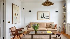Inside a Warm and Welcoming London Maisonette | Architectural Digest Open Plan Apartment, Paris Home, Stucco Homes, London Apartment, Moroccan Decor, Decorating Small Spaces, Architectural Digest, White Walls, Contemporary