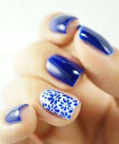 Nagel Kunst Blumen blau