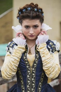Dark Blue Taffeta Renaissance Dress 16th Century Italy | Etsy Renaissance Mode, Costume Renaissance, Medieval Costume, Renaissance Clothing, Renaissance Fashion, Medieval Dress, Italian Renaissance Dress, 1500s Fashion, Steampunk Clothing