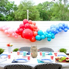 Throw an Instant Fourth of July Party - A Kailo Chic Life Fourth Of July Decor, 4th Of July Party, July 4th, Epic Party, Weekend Crafts, Balloon Backdrop, Keep The Lights On, Diy Candle Holders, Blue Balloons