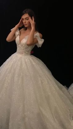 6 Beautiful Wedding Dress Trends in 2020 Bridal Skirts, Bridal Gowns, Wedding Gowns, Wedding Shot, Wedding Music, Wedding Reception, Dream Wedding, Pretty Quinceanera Dresses, Red Homecoming Dresses