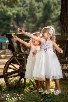 Φόρεμα βάπτισης Vinte Li 2910 μαζί με κορδέλα για τα μαλλιά, annassecret Girls Dresses, Flower Girl Dresses, Wedding Dresses, Flowers, Fashion, Dresses Of Girls, Bride Dresses, Moda, Bridal Gowns