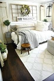 Guest Bedroom Makeover Farmhouse Guest Bedroom Makeover - Visit for more decrating ideas.Farmhouse Guest Bedroom Makeover - Visit for more decrating ideas. Salon Shabby Chic, Shabby Chic Homes, Shabby Chic Guest Room, Shabby Chic Office, Shabby Chic Decor Living Room, Modern Farmhouse Living Room Decor, Ideas Hogar, Shabby Chic Farmhouse, Vintage Farmhouse