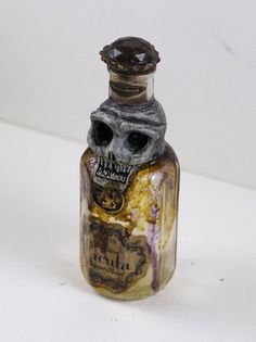 Skull Pirate Poison Bottle Apothecary jar di OrionOddities su Etsy