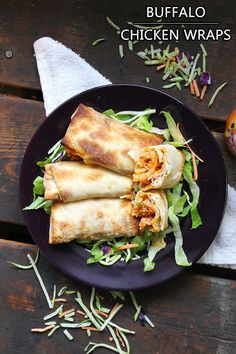 Skinny Buffalo Chicken Wraps - lightened up version of delicious bar food! SO SIMPLE AND YUMMY!!!