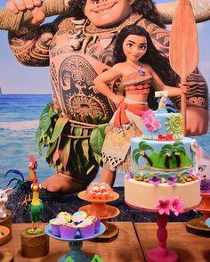 Amando esses detalhes #festamoana Moana Birthday Party, Luau Birthday, 4th Birthday Parties, Luau Party, Birthday Cakes, Birthday Ideas, Moana Party Invitations, Moana Theme, Tropical Party