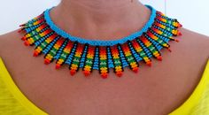 collar de piedras chaquiras realizado por la tribu Embera de Colombia... @Wayuucolombia Barcelona Beaded Collar, Collar Necklace, Bling Bling, Mexican Jewelry, Beading Patterns Free, Fabric Necklace, Native American Beading, Hair Ornaments, Beads And Wire