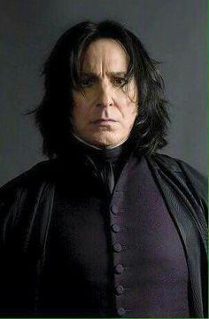Pin Von Hasliterallynolife Auf Harry Potter Severus Snape Harry Potter Professoren Alan Rickman Severus Snape