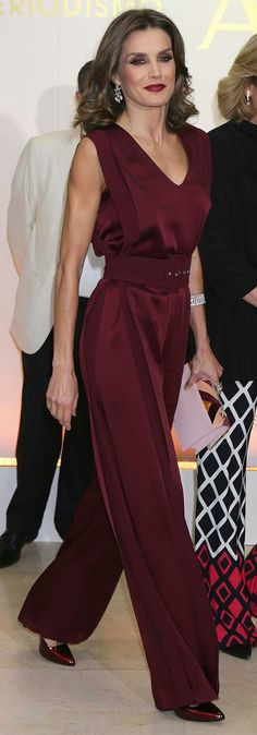 Queen Letizia - burgundy Angel Schlesser sleeveless jumpsuit - Tita Madrid 'Spiga' pink clutch - Lodi 'Sara' ombre patent pumps - Yanes diamond girandole earrings - Cartier diamond column bracelet #womensjumpsuitsformal