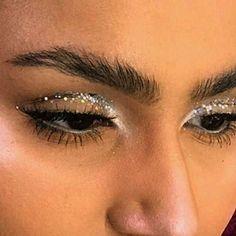 Makeup Forever Mascara … Mirror Makeup Justine Conroy out Makeup Mirror App per Makeup Revolution Division; Eye Makeup, Makeup Art, Makeup Tips, Makeup Brushes, Makeup Ideas, Exotic Makeup, Makeup Eyebrows, Sleek Makeup, Makeup Geek