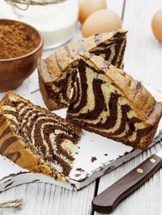Wir geben dem marmorierten Klassiker e… Bye marble cake, hello zebra cake! We give the marbled classic a new face and look forward to a delicious cake enjoyment. Baking Recipes, Cake Recipes, Dessert Recipes, Dinner Recipes, Cakes Originales, Zebra Cakes, Sem Lactose, Lactose Free, Marble Cake