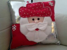 Indoor and Outdoor Christmas Decorations Christmas Sewing, Christmas Projects, Holiday Crafts, Holiday Decor, Christmas Cushions, Christmas Pillow, Felt Christmas Decorations, Diy Christmas Ornaments, Christmas Stockings