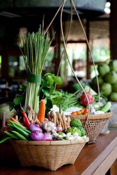 Fresh veggies in basket from the farmers market Fresh Fruits And Vegetables, Fruit And Veg, Farmers Market, Street Food, Healthy Recipes, Healthy Food, Happy Healthy, Parfait, Cooking School