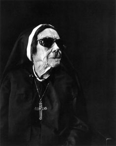 Imogen Cunningham: Nun at Sacred Heart, Oakwood, 1976 / B & W / Photography Portrait Photography Men, Old Photography, People Photography, Ellen Von Unwerth, Portland, Annie Leibovitz, Vivian Maier, Black And White Portraits, Black And White Photography
