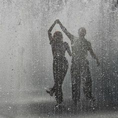 Dance in the rain. Any rainy day just dance through it it will pass. Like a cloud full of rain. U'll look behind and its over but your rhythm is always there. Keep dancing Love Rain, Singing In The Rain, Lets Dance, Jolie Photo, Rain Drops, Rainy Days, Rainy Night, Cute Couples, Happy Couples