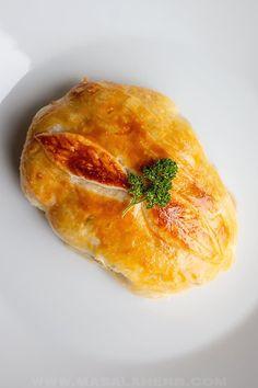 Individual Beef Wellington - Easy mini wellington meat parcels are an elegant holiday dinner main course meal. filet steak is wrapped into flakey golden baked puff pastry. Make these for your family and friends this Christmas or for New Year's. www.MasalaHerb.com #beefwellington #masalaherb