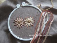 끝물들인 꽃자수 : 네이버 블로그 Ribbon Embroidery, Embroidery Stitches, Embroidery Patterns, Crochet Patterns, Klimt Art, Gustav Klimt, Visible Mending, Thread Work, Textile Art