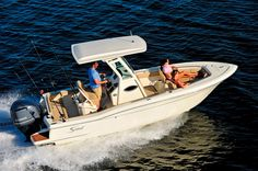 Over 22 feet, Scout's 225 XSF is a forward seating center console boat with the revolutionary Nu-V3 hull design and contains a variety of angler features.