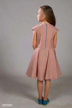 Spurrewubsie blogt ...: Dag 9: Nog maar eens een kleedje voor dat meisje en give away 5: 5 pakketten tricot!