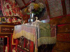 Gypsy vardo vase of flowers and swan - Hartlebury museum #gypsy
