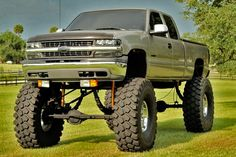 Want to see popular lifted trucks in USA and also do you wish you purchase it with cheap prices ? Offer price waiting for you ! Trucks Only, Big Rig Trucks, Gm Trucks, Cool Trucks, Lifted Trucks For Sale, Lifted Chevy Trucks, Chevrolet Trucks, Chevrolet Silverado, Chevy Duramax