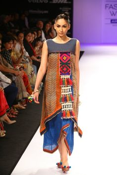 Shruti Sancheti LIFW 2012 Winter- as style tribes came into play- they wore loose dresses with tribal inspiration and/or lots of patterns Tribal Fashion, Boho Fashion, Fashion Dresses, Womens Fashion, Fashion Design, Fashion Trends, High Fashion, Hippy Chic, Boho Chic
