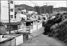 Barcelona años 60. Primeros bloques de pisos de Canyelles. Foto:Sergio Dahò