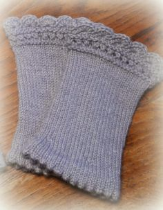 The first two pairs of cuffs made of cuddly soft merino wool are ., The first two pairs of handwarmers made of cuddly soft merino wool are knitted this year. Knitting Needles, Hand Knitting, Knitting Patterns, Crochet Patterns, Amigurumi Patterns, Wrist Warmers, Hand Warmers, Crochet Gloves Pattern, How To Start Knitting