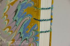 Papieren Avonturen: closeup of multicolor coptic stitch #bookbinding