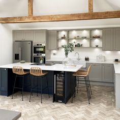 Grey Kitchen Designs, Kitchen Room Design, Modern Kitchen Design, Home Decor Kitchen, Kitchen Interior, Home Kitchens, Open Plan Kitchen Dining Living, Open Plan Kitchen Diner, Living Room Kitchen
